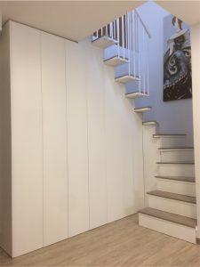 armario y escalera